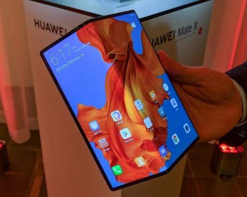 Huawei заявляет, что продает 100 000 складных телефонов в месяц