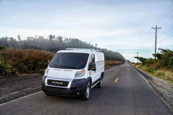 Waymo разрабатывает самоходный фургон для перевозки автомобилей Ram с FCA