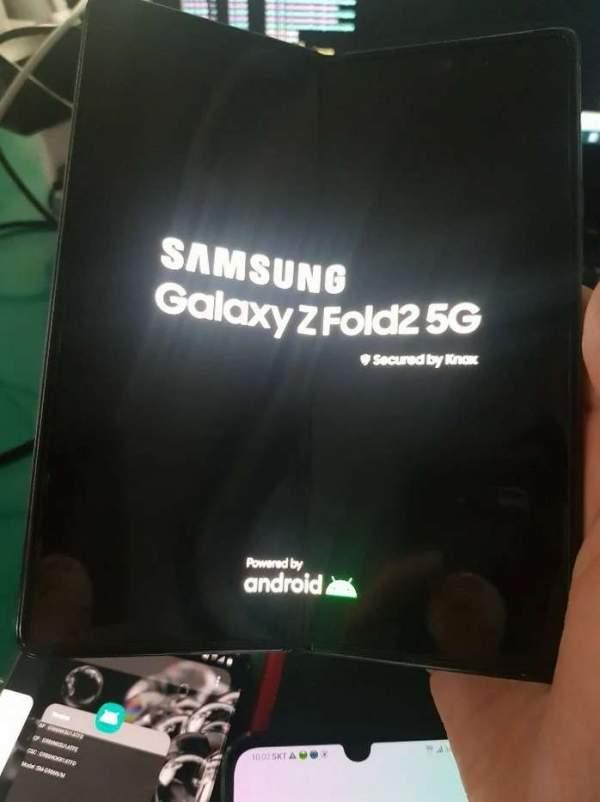 Утечка изображения подтверждает фирменный стиль Galaxy Z Fold 2, камера для селфи на внутреннем экране