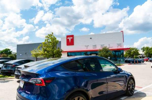 Tesla начнет выпуск семиместных Model Y в следующем месяце