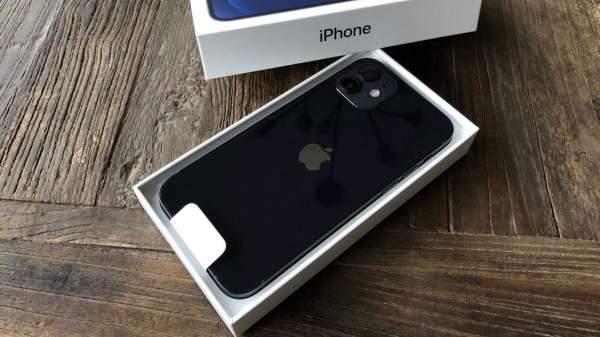 Первые iPhone 12 и iPhone 12 Pro по предварительным заказам на начинают поступать к покупателям